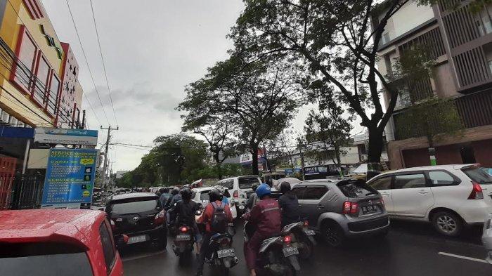 Parkiran Depan Toko Bintang Jl Veteran Selatan Jadi Biang Macet, Mana Polisi?