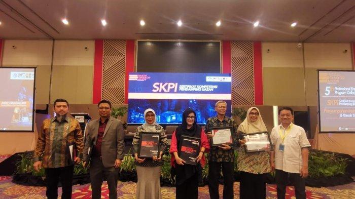 FTI UMI Langsung Bekali Alumni untuk Masuk Pasar Kerja Global - skpi-fti-umi-3-14122019.jpg