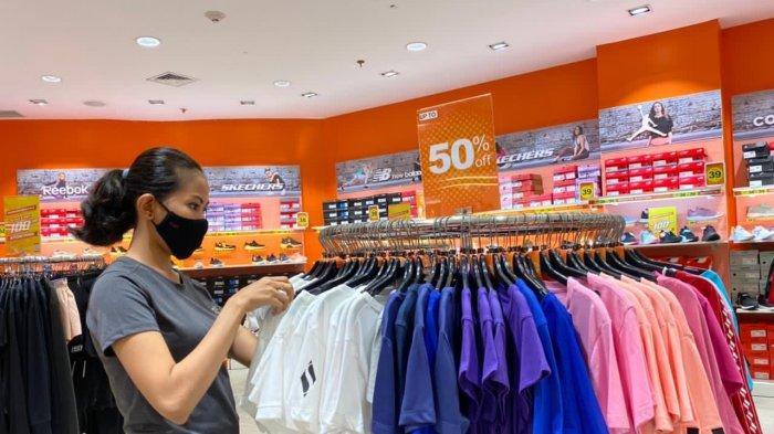 Ada Clearence Sale 50 Persen di Sport Station Nipah Mall