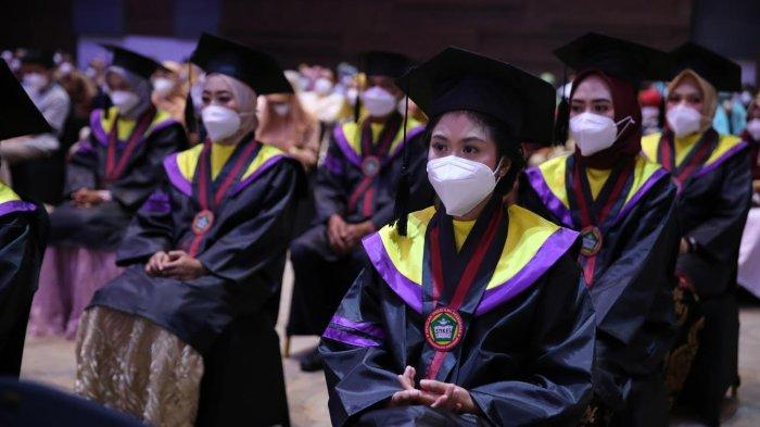 STIKes Panakkukang Kukuhkan 99 Alumni