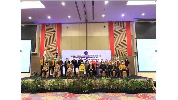 STMIK Kharisma Makassar Gelar Wisuda di Hotel Claro