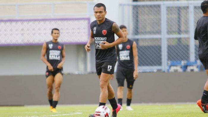 Duel Liga 1 2020 Persita vs PSM - Bojan Puji Hamka Hamzah, Ferdinand Sebut Tak Bahaya? Widodo Balas?