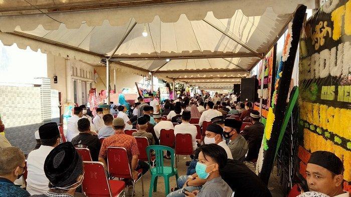 Ratusan Pelayat Bacakan Surah Al Ikhlas 11 Kali untuk Almarhum AGH Sanusi Baco