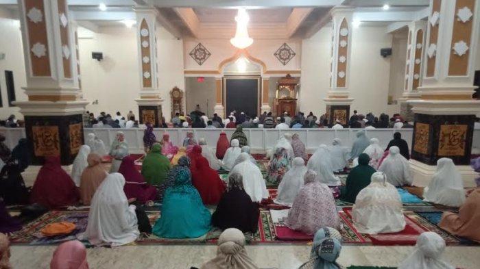 Bupati Mamasa Tarawih Perdana di Masjid Agung Nurul Yaqin