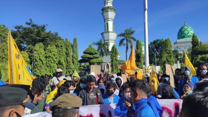 Unjuk Rasa PMII Cabang Bone Tolak Dana PEN Sempat 'Ricuh', Polisi dan Mahasiswa Saling Dorong