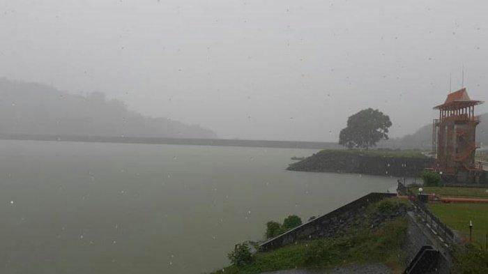 Gowa Diguyur Hujan dan Angin Kencang , Kondisi Air Bendungan Bili-bili Masih Normal