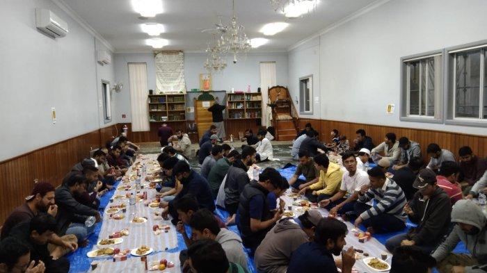 Diaspora Indonesia Sajikan Buka Puasa di Masjid Omar Wollongong, Australia