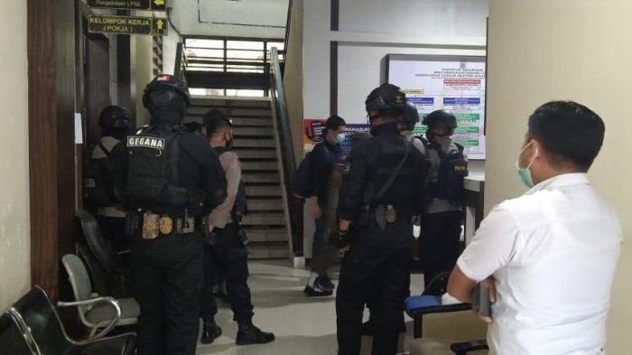BREAKING NEWS: KPK Geledah Kantor Biro Pengadaan Barang/Jasa Sulsel