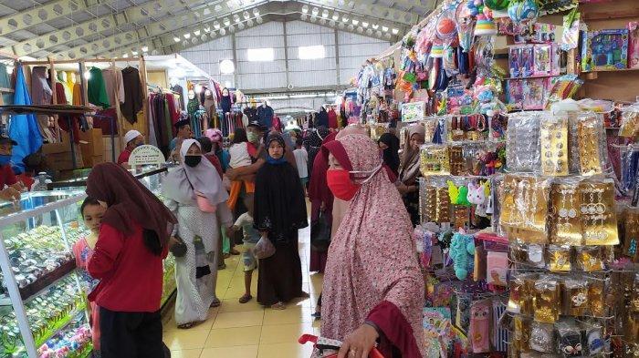 Jelang Lebaran, Pasar Butta Salewangang Maros Ramai Pengunjung, Banyak Tak Pakai Masker
