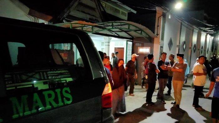 Jenazah AGH Sanusi Baco Tiba di Rumah Duka Jl Kelapa III Makassar