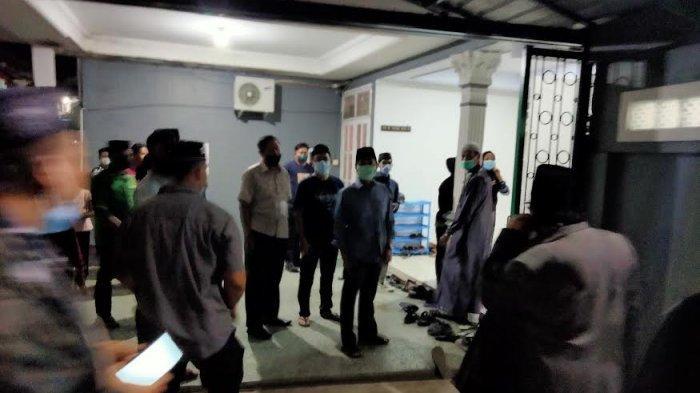 Rektor UINAM Melayat ke Rumah Duka Almarhum AGH Sanusi Baco