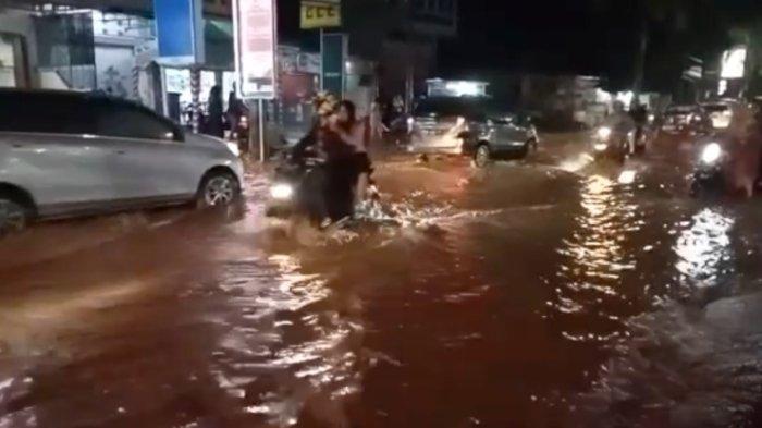 Hujan Lebat, Sejumlah Ruas Jalan di Palopo Digenangi Air Setinggi Lutut