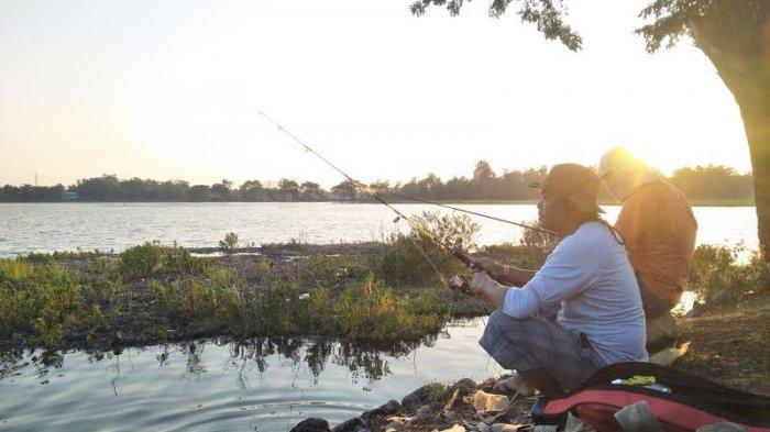 Ngabuburit di Danau Mawang Gowa, Bisa Mancing Sambil Nikmati Sunset