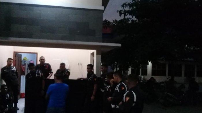 BREAKING NEWS: Puluhan Pria Bertepong Serang Kampus Unismuh Makassar