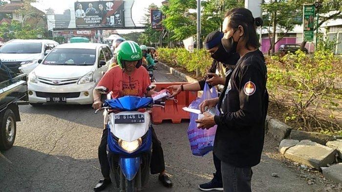 Berkah Ramadhan, Komunitas RX King Gowa Bagi Menu Buka Puasa di Jalan