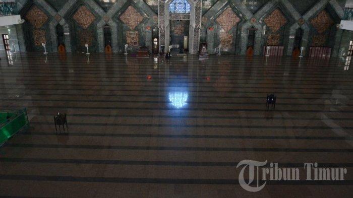 FOTO: Kondisi Masjid Almarkaz Jelang Salat Jumat - suasana-masjid-al-markaz-al-islami-jelang-salat-jumat-di-makassar-jumat-342020.jpg