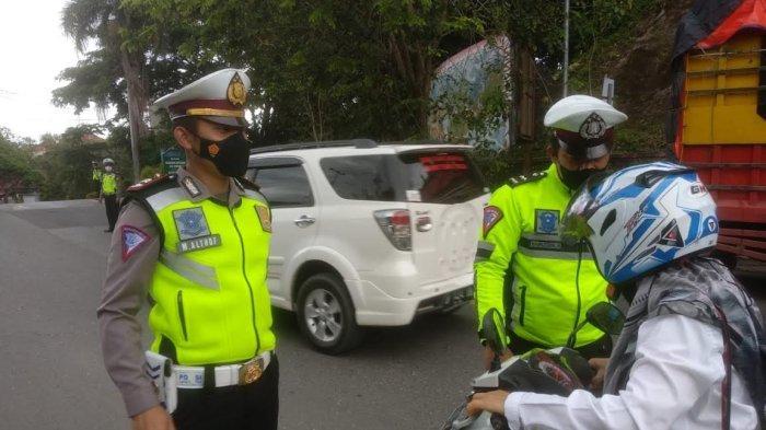 Operasi Patuh 2021 Berakhir, Satlantas Polres Enrekang Telah Bagikan 2.500 Masker ke Pengendara
