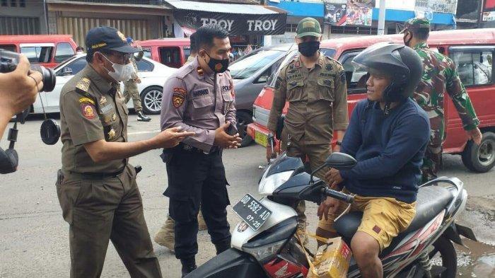 Langgar Prokes, 5 orang Didenda dan 6 Orang Disanksi PCR di Pasar Sunggumisa Gowa