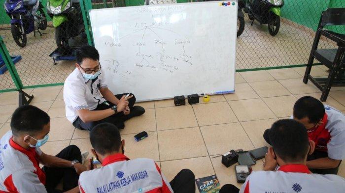 Cegah Covid-19, Calon Peserta Pelatihan BLK Makassar Jalani Swab Antigen