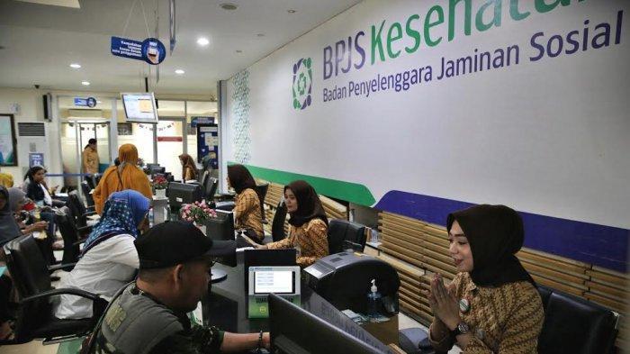 FOTO-FOTO: Suasana Pelayanan di Kantor BPJS Jl AP Pettarani Makassar - suasana-pelayanan-bpjs-di-makassar-4.jpg
