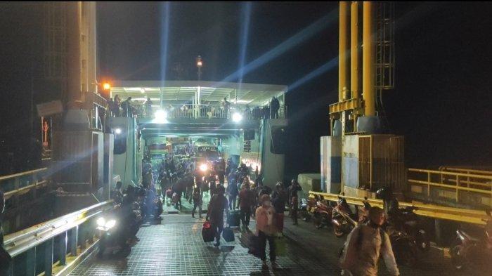 Ratusan Penumpang Tiba di Pelabuhan Bajoe Bone Dua Hari Jelang Larang Mudik