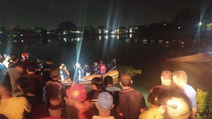 Pencarian Korban Tenggelam di Danau Tanjung Bunga Jadi Tontonan Warga