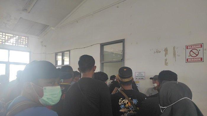Penumpang Mengeluh, Harus Antre Berjam-jam untuk Rapid Test Antigen di Pelabuhan Bajoe