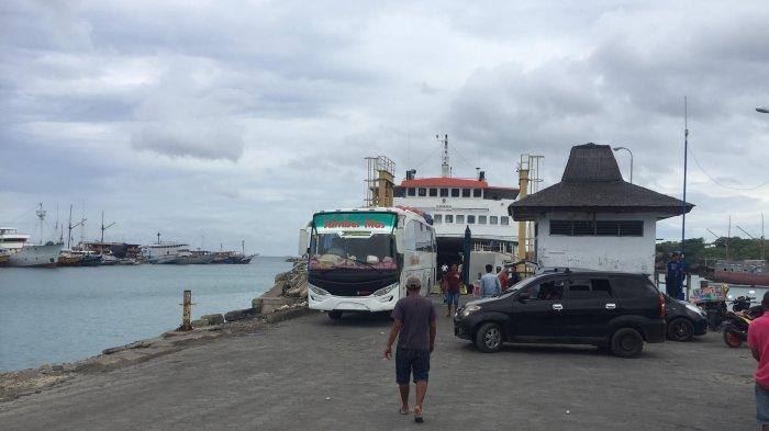 BREAKING NEWS: Cuaca Buruk, Penyeberangan Kapal Feri Bira-Selayar Ditutup Sementara