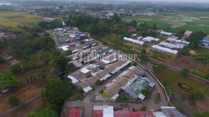 Suasana perumahan Taman Zarindah Tamarunang terekam menggunakan kamera drone di Jl Macanda, Tamarunang, Kecamatan Somba Opu, Kabupaten Gowa, Sabtu (19/9/2020). Sambut Era New Normal yang tengah digaungkan pemerintah, Zarindah Group menghadirkan beragam program. Salah satunya gratis uang muka, biaya akad untuk pembelian rumah di Sulawesi Selatan.