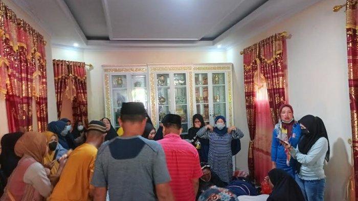 Isak Tangis Selimuti Rumah Duka Korban Meninggal Diduga Keracunan Makanan di Takalar
