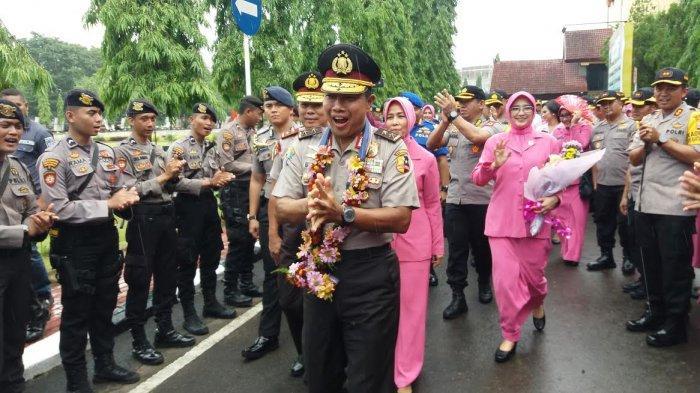 TRIBUNWIKI: Profil Mantan Kapolda Irjen Pol Drs Umar Septono, Kini Menjabat Wairwasum Polri