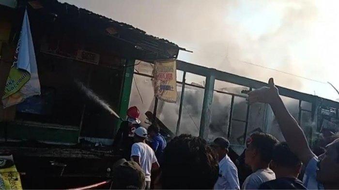 Satu Jam, 10 Bangunan Hangus Dilalap Api di Pasar Lacibbung Bone