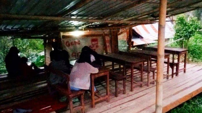 Susah Sinyal, Pelajar di Perindingan Tana Toraja Belajar Daring di Pondok 4G