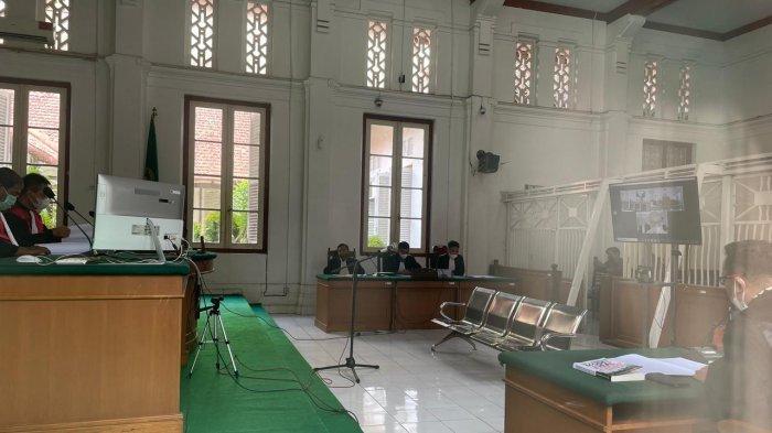 Suasana sidang perdana Agung Sucipto di PN Makassar, Selasa (18/5/2021), nama Kepala Biro Pengadaan Barjas, Sari Pudjiastuti sempat disebut Jaksa Penuntut Umum (JPU) terkait kasus dugaan suap proyek yang ikut menyeret nama Gubernur Sulsel nonaktif, Nurdin Abdullah (NA).