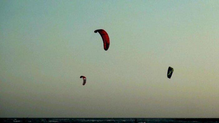 Mau Nikmati Wisata Pantai Sambil Lihat Kitesurfing di Jeneponto? Di Sini Tempatnya