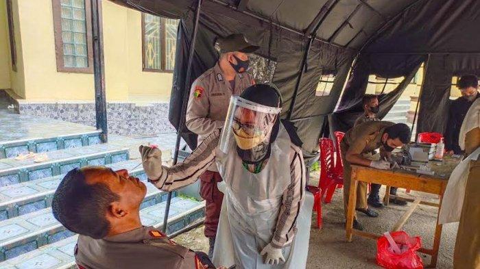 Cegah Covid-19, Personel Polres Enrekang Lakukan Tes Swab Antigen