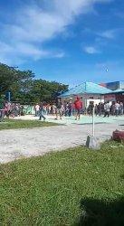 Bawa Parang, Ratusan Warga Geruduk Kantor Desa Lapeo Polman