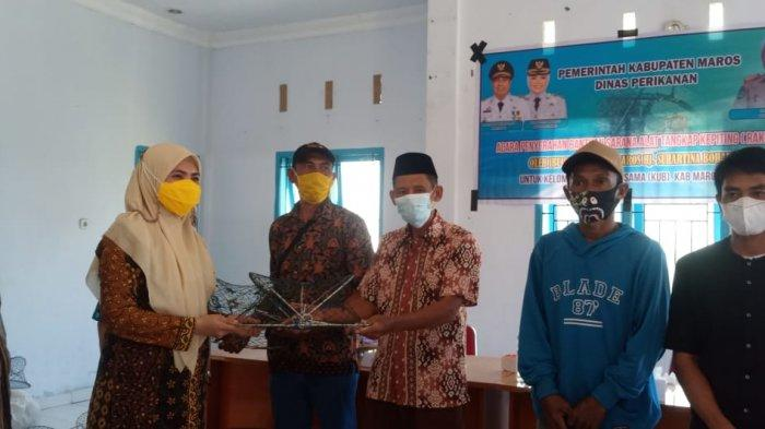 Pemkab Maros Serahkan 3.647 Rakkang kepada 4 KUB Nelayan