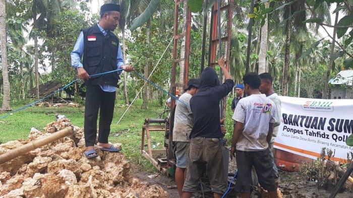 Laznas BMH Bangun Sumur Bor untuk Pondon Pesantren di Kajang Luar