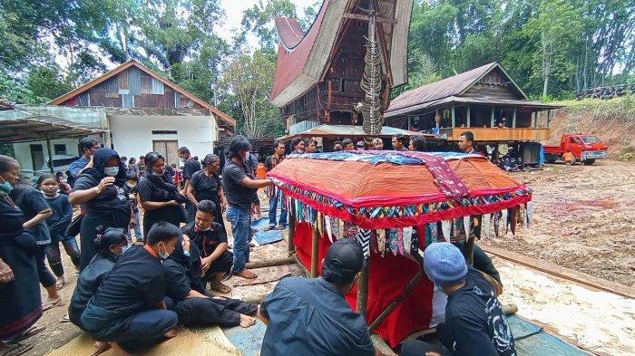 Turut Berduka, Pemkab Puncak Papua Beri Santunan ke Istri Oktovianus Rayo Korban KKB