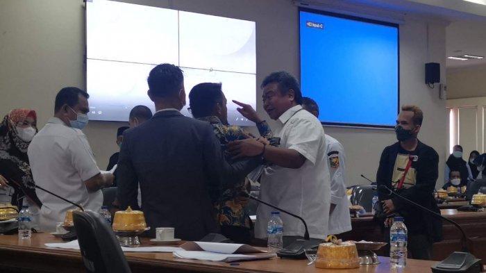 'Jangan Begitu Senior', Politisi Golkar vs Nasdem 2 Anggota DPRD Sulsel Nyaris Adu Jotos Saat Sidang