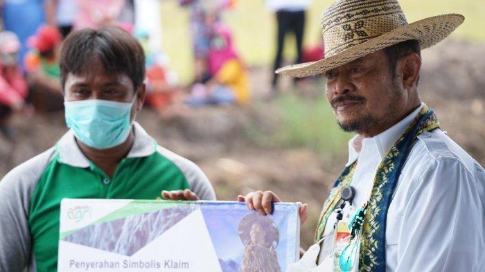 Mentan Syahrul Yasin Limpo Panen Padi di Food Estate Pulang Pisau Kalimantan Tengah - syahrul-yasin-limpo-2-1022021.jpg