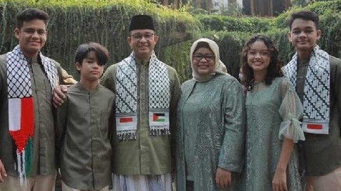 Foto Gubernur Anies Baswedan Pakai Syal Palestina-Indonesia saat Shalat Ied