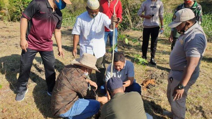 Manfaatkan Akhir Pekan, Bupati Takalar Ikut Tanam Seribu Pohon Mahoni