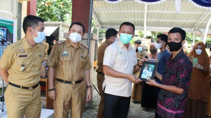 Sambut Hari Jadi, Kaum Milinial di Takalar Dapat Kado e-KTP dari Bupati