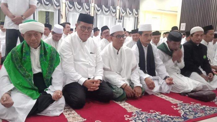Puang Makka Beri Tausiah, Rektor dan Civitas Akademika UNM Tutup Tahun dengan Dzikir