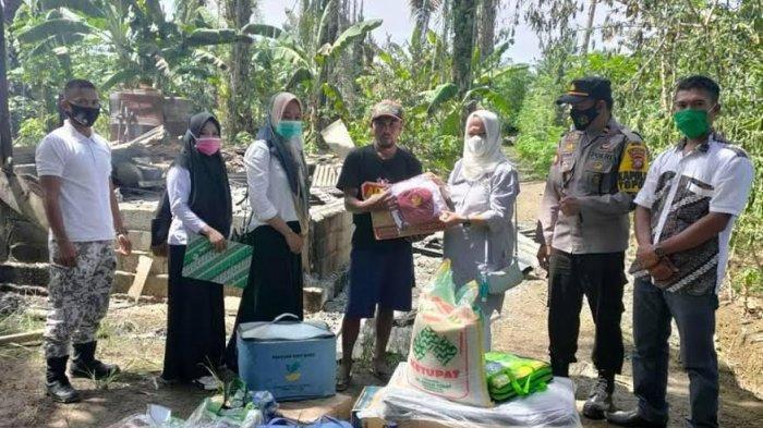 Korban Kebakaran di Mamuju Tengah Terima Bantuan