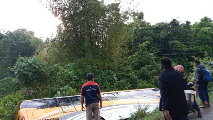Tabrakan di Kilometer V Malili Luwu Timur, Bus Bintang Katulistiwa Terbalik