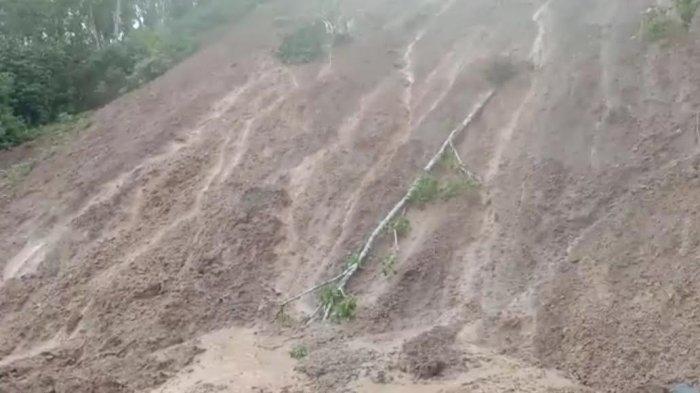 Longsor, Akses Jalan Poros Sali-sali Pinrang Tertutup Sepanjang 40 Meter