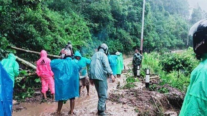 Tanah Longsor Tutup Badan Jalan di Salutandung Tana Toraja